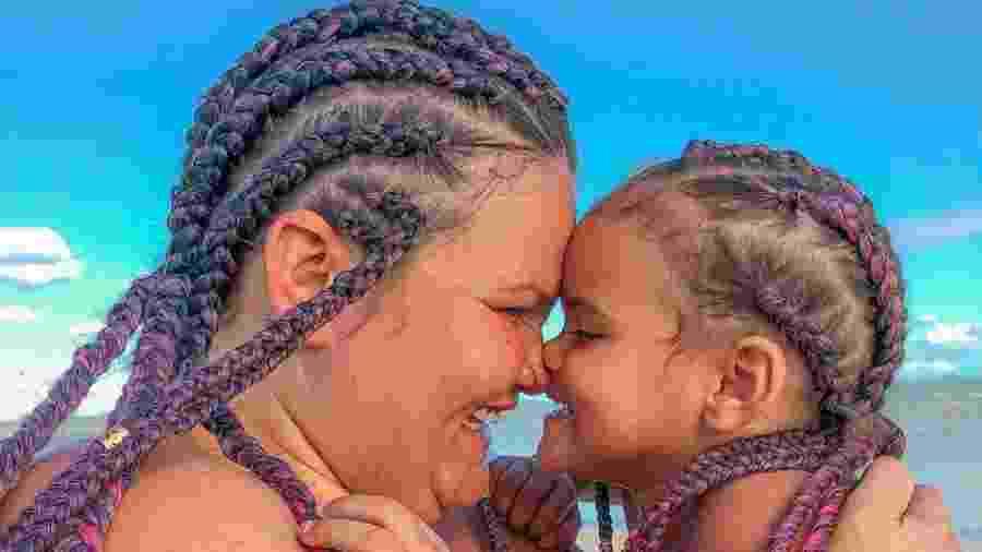 Thaís Carla posa de tranças com a filha Maria Clara - Reprodução/Instagram