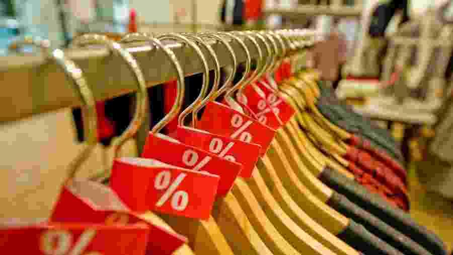 20% da poluição da água no planeta é decorrente das substâncias químicas utilizadas para colorir produtos têxteis - iStock