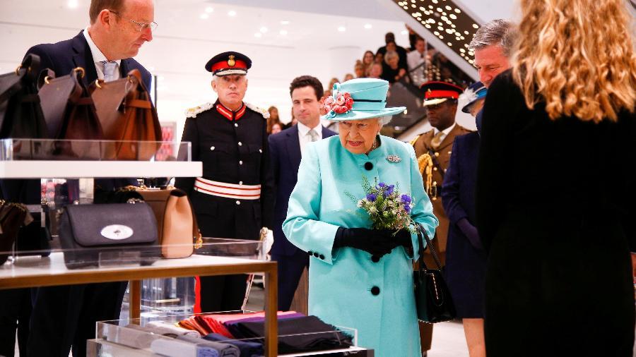 Comprinhas com a cara da realeza? Faça um tour pelas lojas que fornecem de roupas a alimentos da rainha Elizabeth 2ª - Getty Images