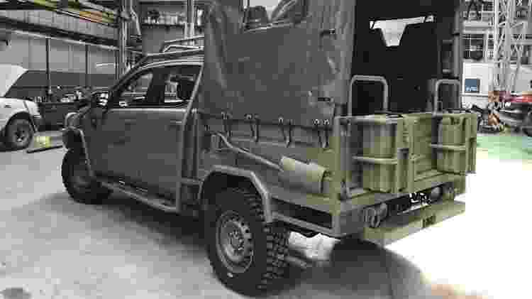 Caçamba original foi trocada por estrutura com suportes para armas e outros itens - Reprodução/Argentina Autoblog
