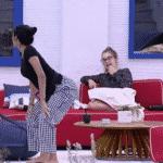 """BBB 21: Pocah faz o """"quadradinho"""" para Carla Diaz - Reprodução/Globo Play"""