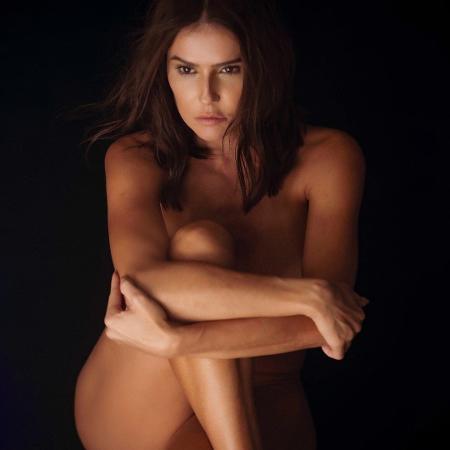 Deborah Secco posa completamente nua e brinca na web - Instagram