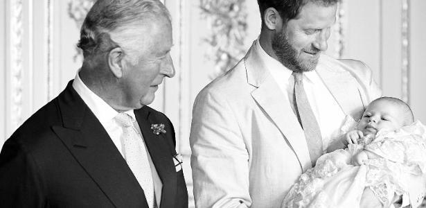 Príncipe Charles não quer encontrar Harry em homenagem de Diana, diz jornal