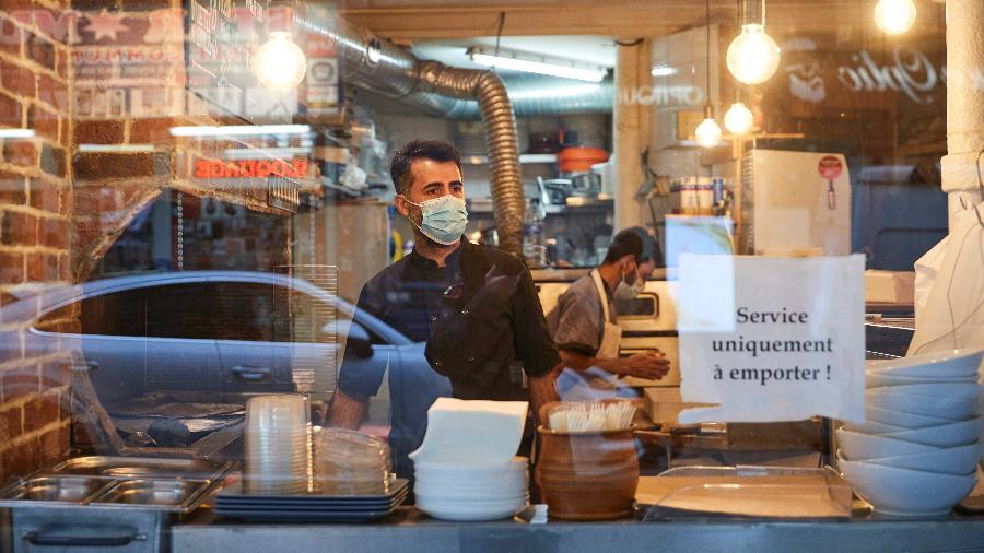 """Restaurante na França com restrições em razão da covid-19; esses locais não serão contemplados pelo """"passe""""  - Kiran Ridley/Getty Images"""