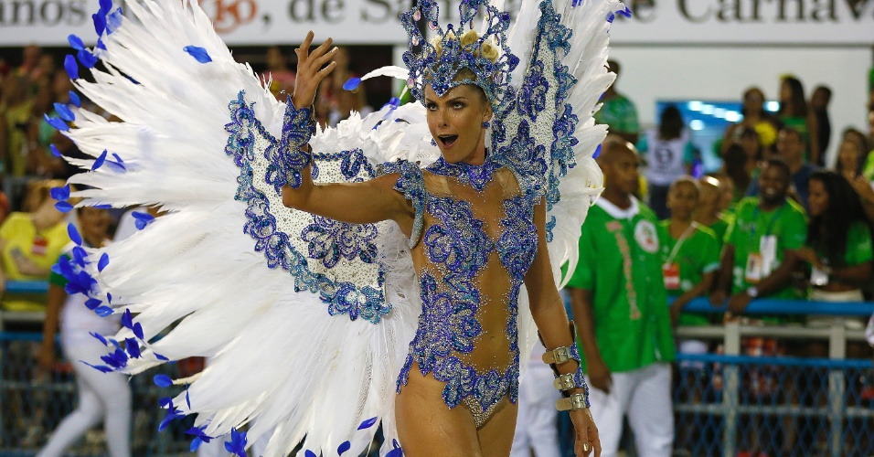 8.fev.2016 - Ana Hickmann no desfile da Grande Rio que homenageou Santos, cidade conhecida pelos seus ilustres habitantes Pelé e Neymar Jr