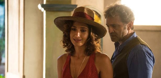 Tereza (Camila Pitanga) e Santo (Domingos Montagner) em cena de Velho Chico - Renato Rocha Miranda/Divulgação/TV Globo