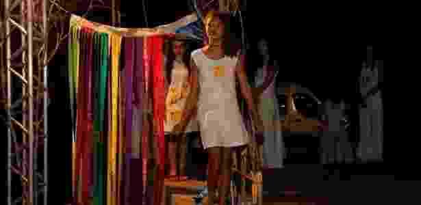 Meninas de Andrequicé (MG) desfilam com as roupas inspiradas no romance de Riobaldo e Diadorim - Leonardo Alvares/Samarra - Leonardo Alvares/Samarra