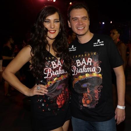 A atriz Adriana Birolli com o marido, Alexandre Contini, em camarote no Anhembi - Cláudio Augusto/Brazil News