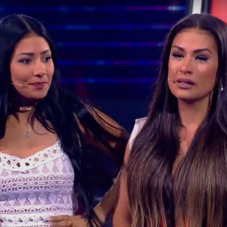 """Simone e Simaria se emocionam durante o """"The Voice Kids""""  - Reprodução / TV Globo"""
