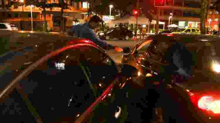 Dois motoristas ficaram distraídos e provocaram uma batida de carros na Avenida Atlântica, em Copacabana - Divulgação/Haruo - Divulgação/Haruo