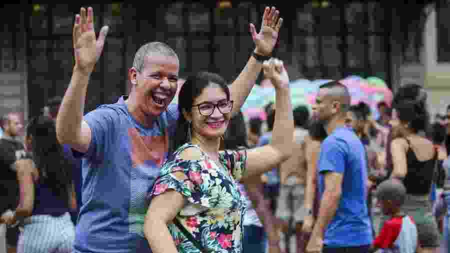 O casal Marti e Renata de Castro adorou as músicas - Marcelo Justo/UOL