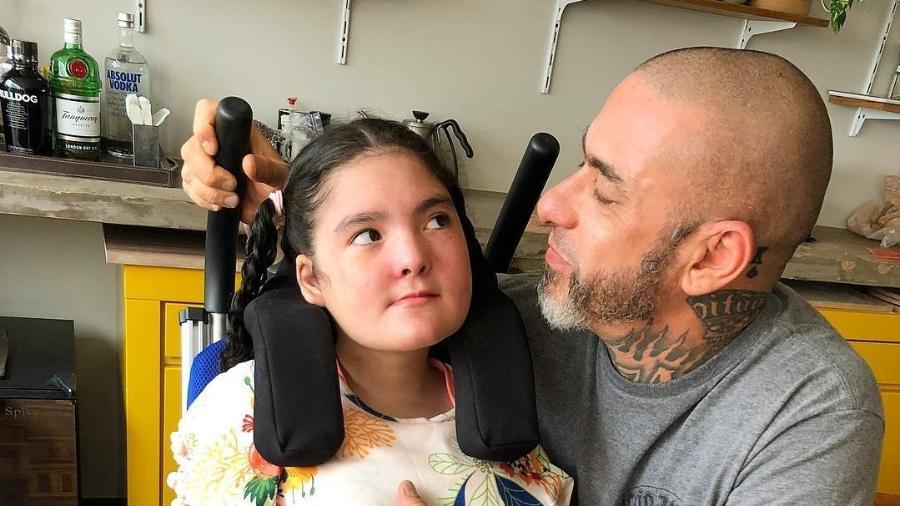 Henrique Fogaça e sua filha Olívia, de 12 anos, portadora de síndrome rara - Reprodução/Instagram
