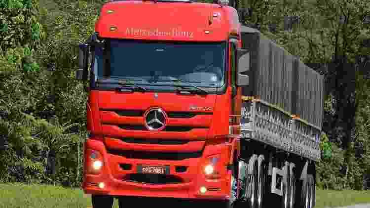Um carrão em corpo de caminhão: Actros tem até frenagem autônoma - Divulgação