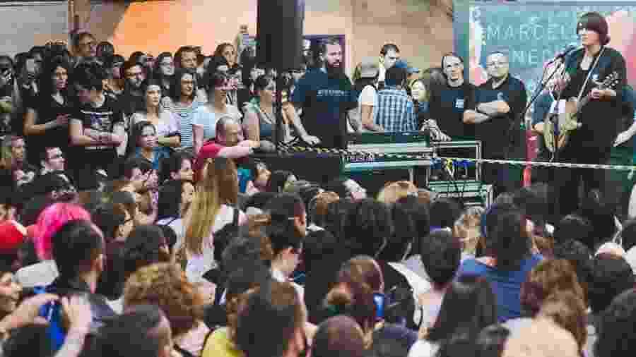 A cantora Cat Power fez show beneficente no metrô - Fabrício Vianna/Divulgação
