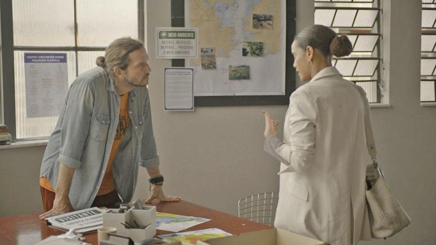 Vitória (Taís Araujo) e Davi (Vladimir Brichta) discutem em Amor de Mãe - DIVULGAÇÃO/REDE GLOBO