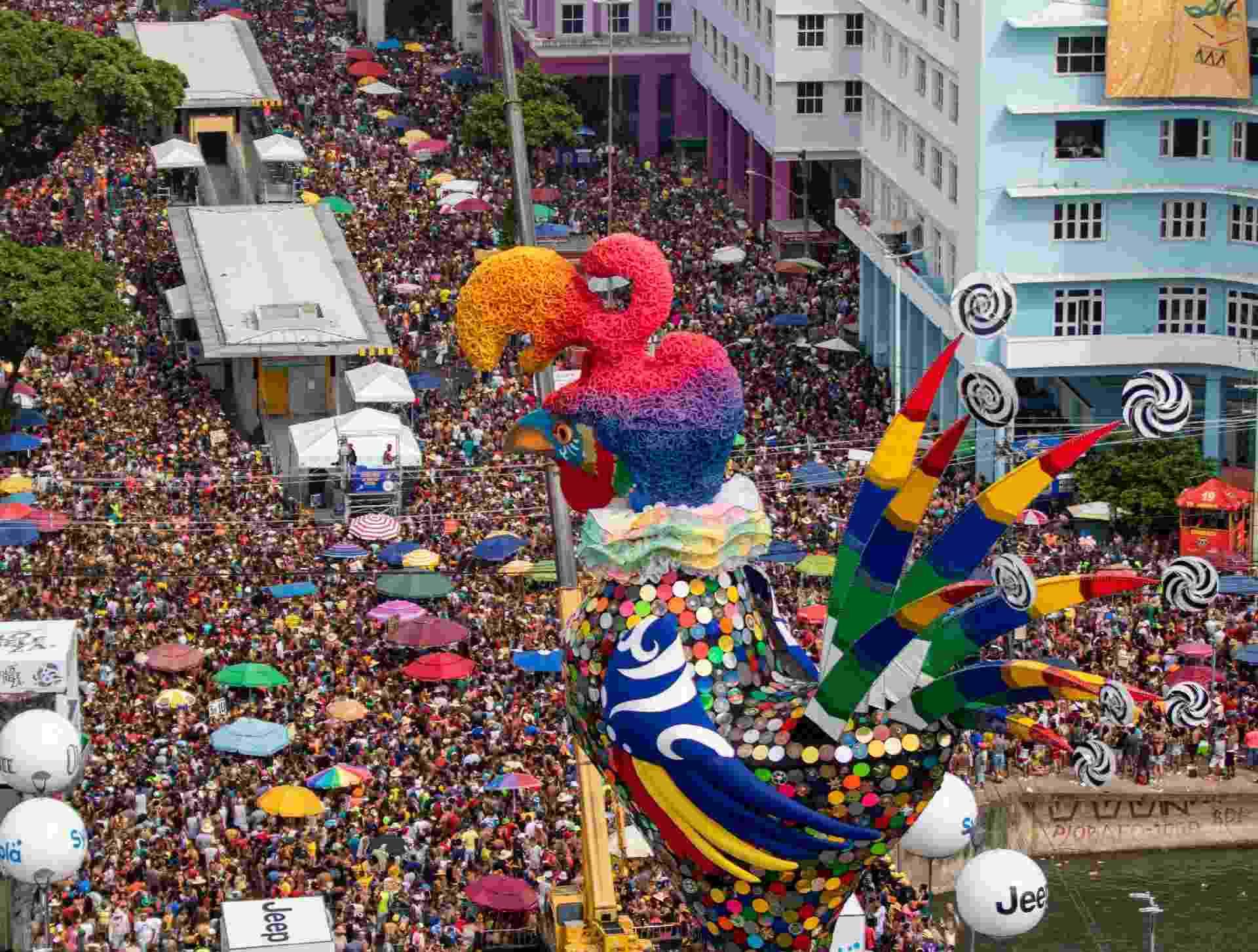 Galo da Madrugada arrasta foliões em Recife - ANA LEAL/O FOTOGRÁFICO/ESTADÃO CONTEÚDO