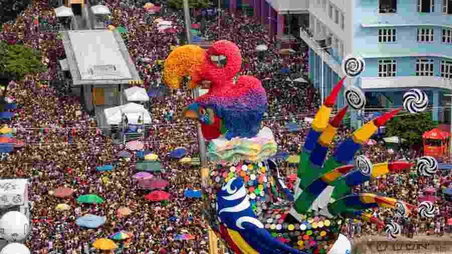 Galo da Madrugada arrasta foliões em Recife: Carnaval em PE será suspenso em 2021 - ANA LEAL/O FOTOGRÁFICO/ESTADÃO CONTEÚDO