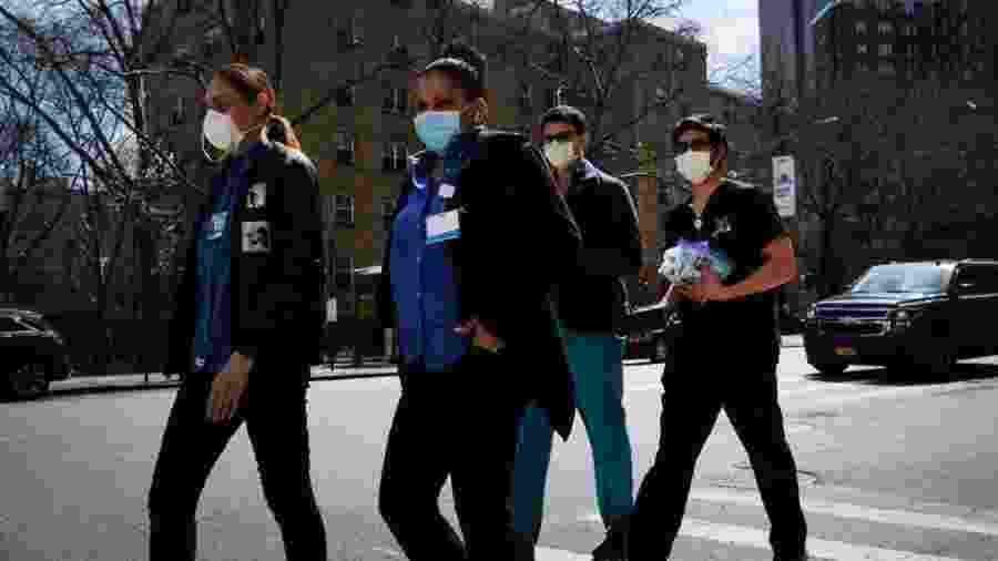 Profissionais da saúde em Nova York - Getty Images