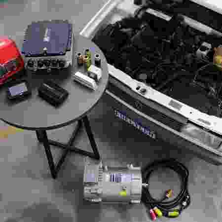 Kit de conversão para propulsão elétrica das marcas Weg e Fuel Tech instalado em um Gol GTI 1988 - Divulgação - Divulgação