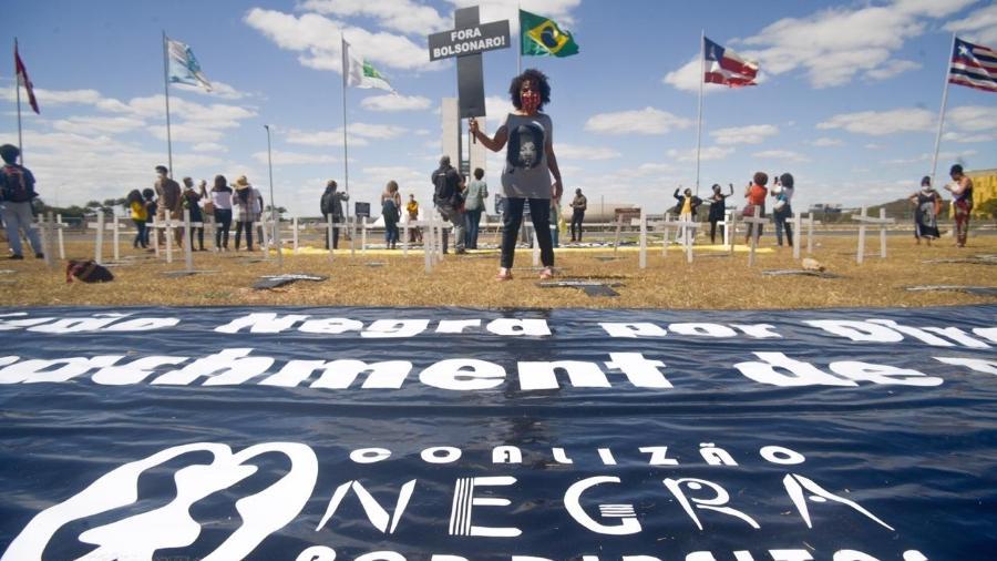 Coalizão Negra por Direitos protocola  pedido de impedimento contra Bolsonaro - Matheus Alves