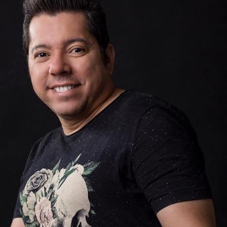 O cantor Louro Santos tinha 49 anos de idade - Reprodução / Instagram
