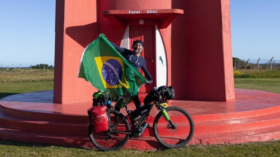 Nestor Freire atingiu o Chuí depois de atravessar o Brasil de bike em 72 dias em um trajeto de 6.475 km - Acervo pessoal