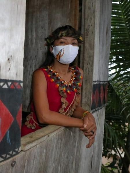 A técnica de enfermagem Vanda Ortega Witoto, 33, de Manaus, foi a primeira indígena a receber a vacina contra a covid-19 no Amazonas - Arthur Castro/Divulgação