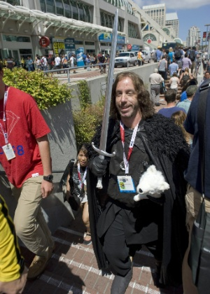 "10.jul.2015 - Michael Carlson visita a Comic-Con vestido como Jon Snow, de ""Game of Thrones"""
