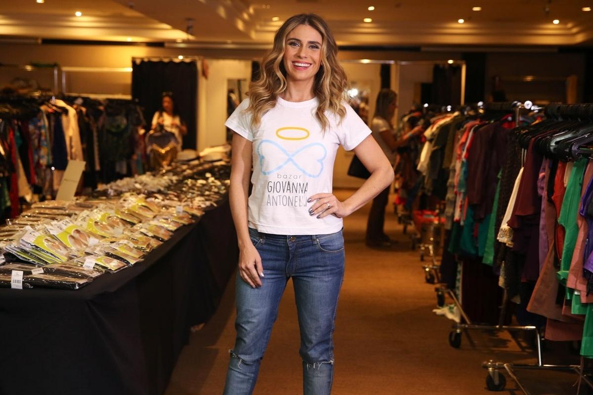 e453c44ba51 Giovanna Antonelli faz bazar solidário com ajuda de famosos