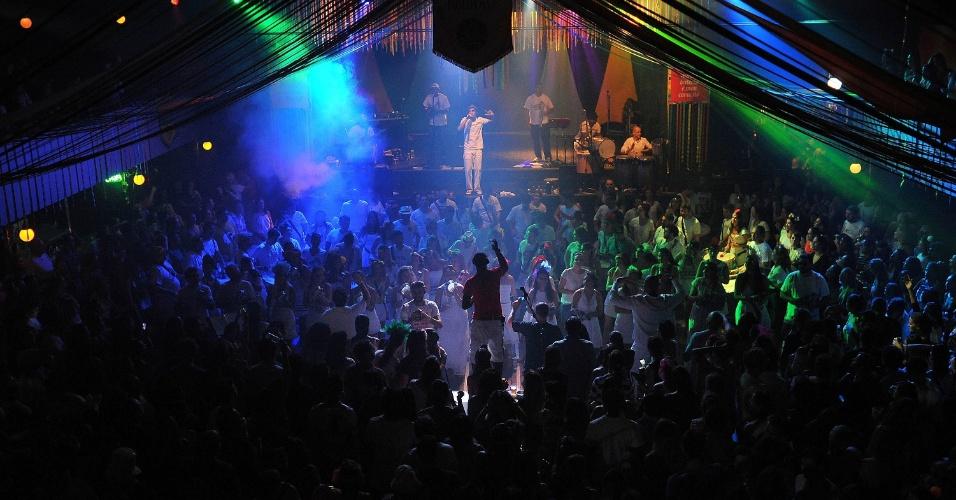 19.jan.2015 - Bangalafumenga se apresenta no Clube Pinheiros, em São Paulo, na noite desta terça-feira