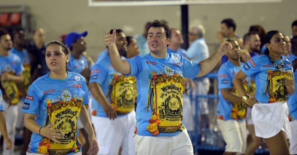 Jan.2016 - O estatístico Thiago Gotelip de Freitas, de 31 anos, vai encarar uma maratona no Carnaval carioca de 2016. Ele vai desfilar por todas as passarelas cariocas, defendendo o enredo de nada menos que onze agremiações