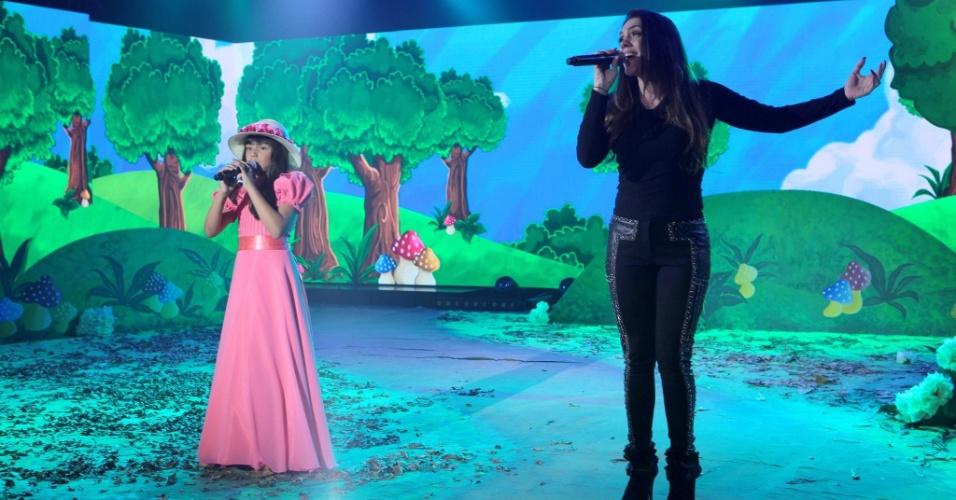 """27.jun.2016 - Simony canta """"É Tão Lindo"""" com sua filha, Pyetra, no """"Máquina da Fama"""""""