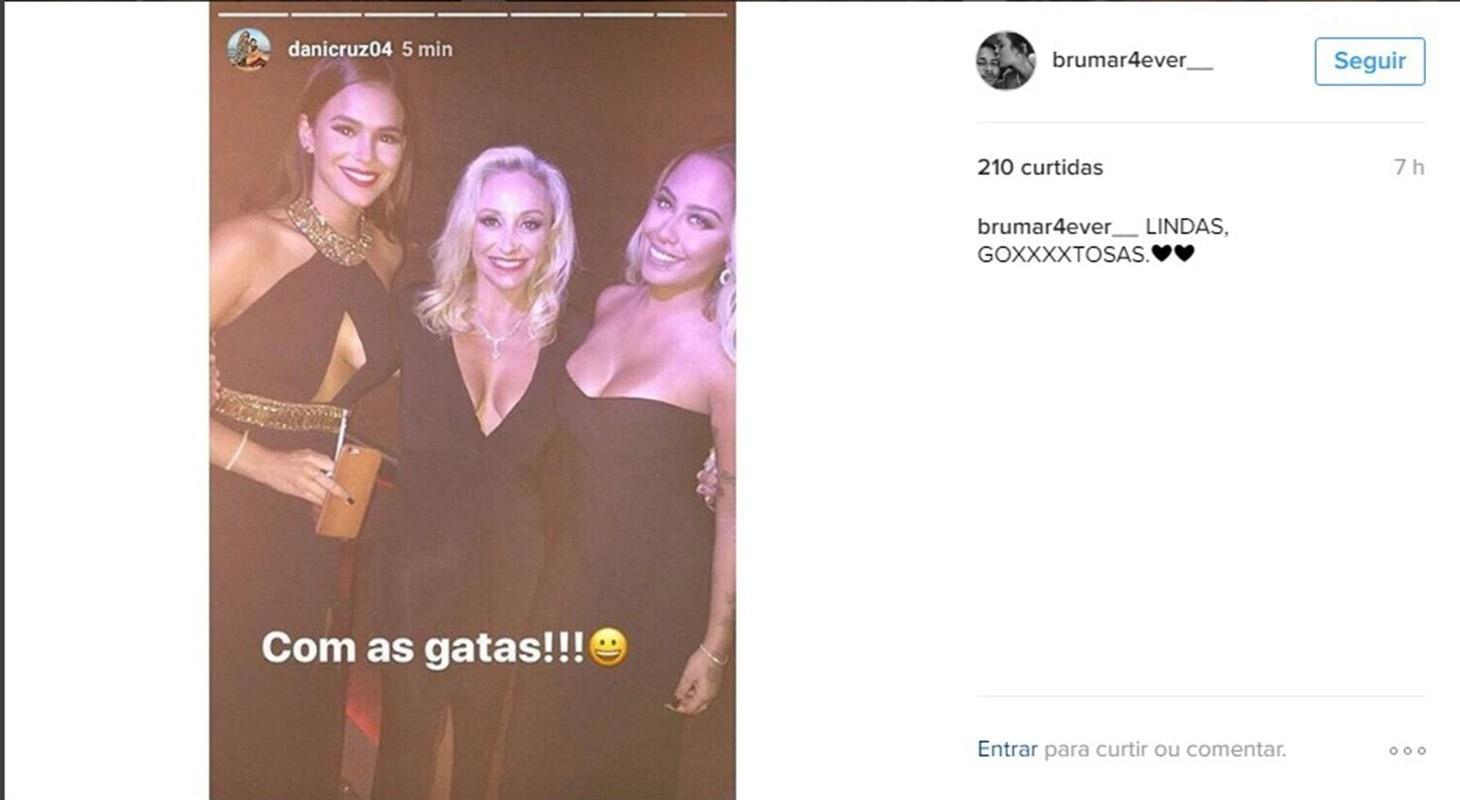 Bruna Marquezine posa com Rafaella, irmã de Neymar, e outra amiga na festa de Nadine, a mãe do craque