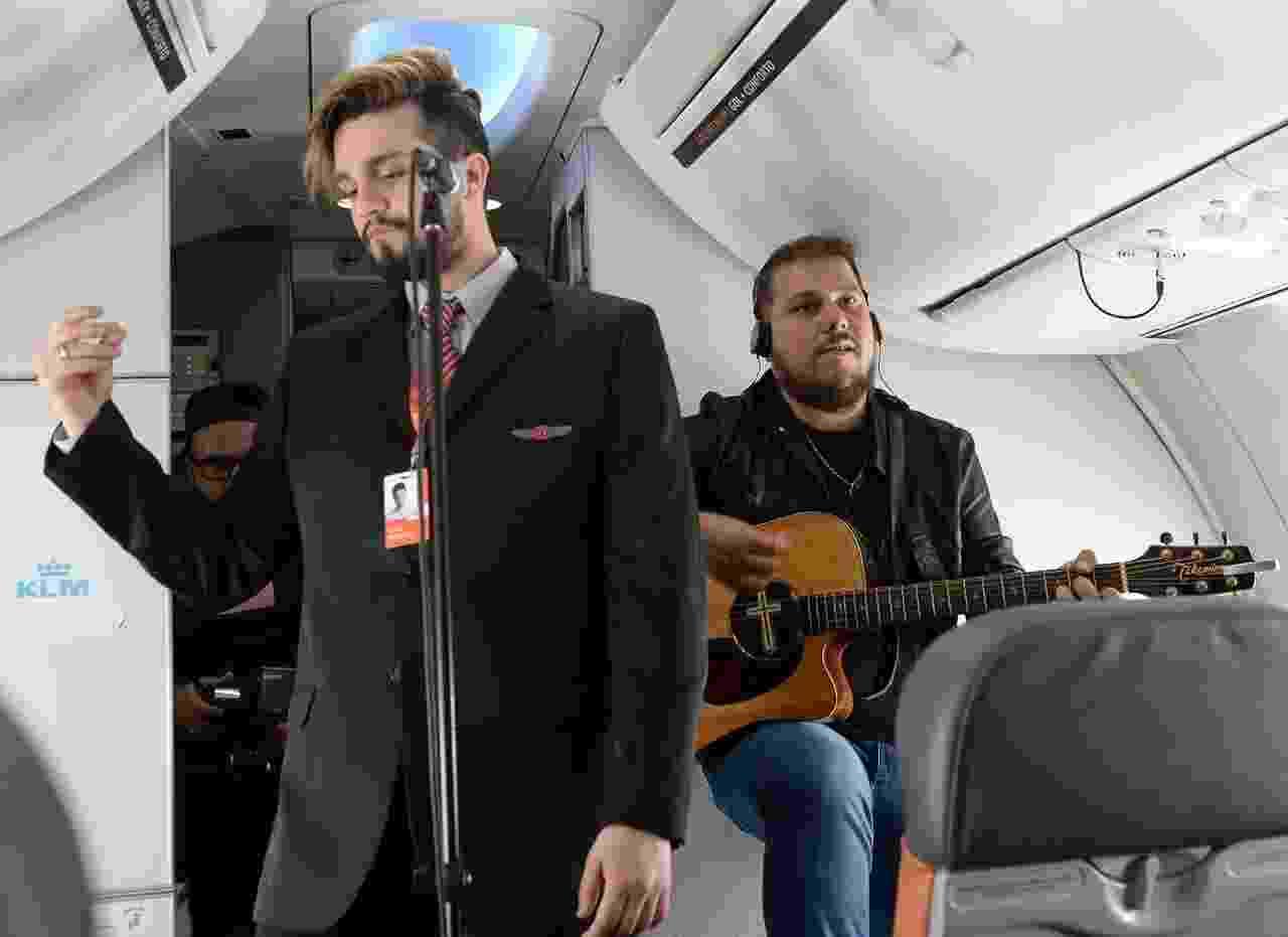 Luan Santana faz pocket show em avião - Francisco Cepeda/Ag News