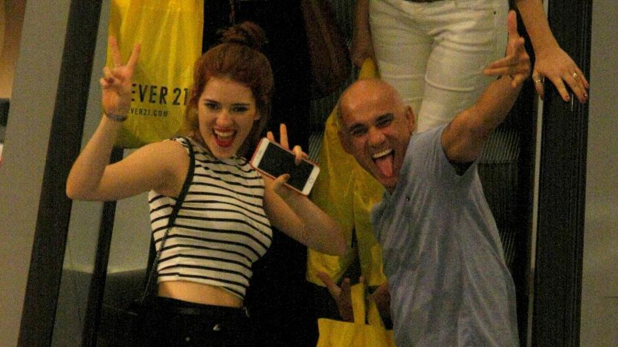 Ana Clara e Ayrton posam descontraídos para fotos em passeio no shopping - J. Humberto/AgNews