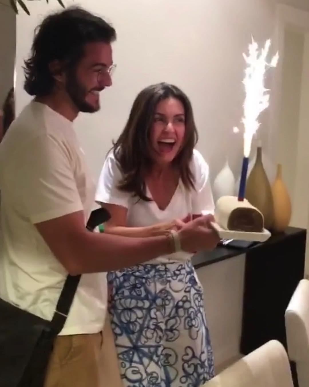 0f207a355d16a Fátima Bernardes ganha festa surpresa do namorado na véspera de aniversário  - 16 09 2018 - UOL TV e Famosos