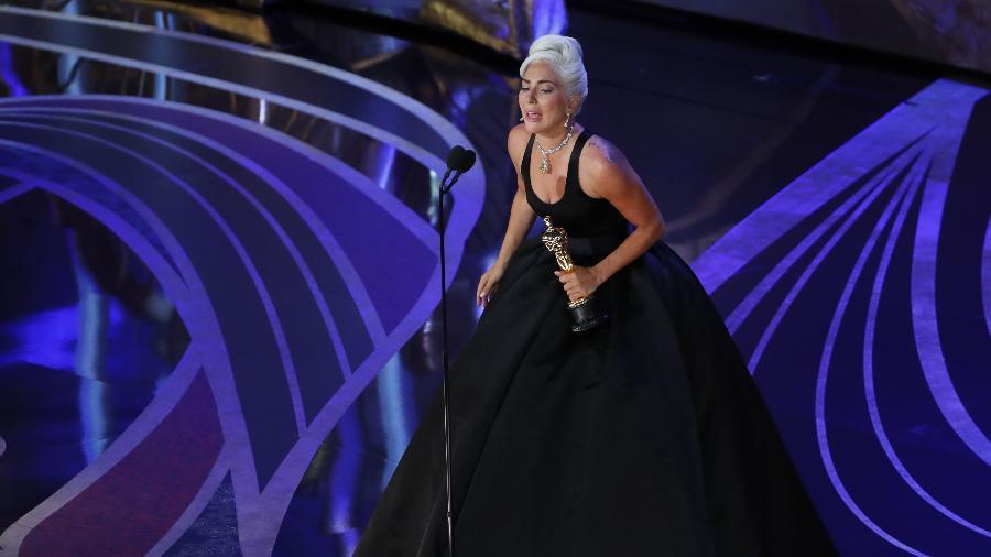 """Lady Gaga chora ao ganhar o Oscar de melhor canção por """"Shallow"""", de """"Nasce Uma Estrela"""" - REUTERS/Mike Blake"""