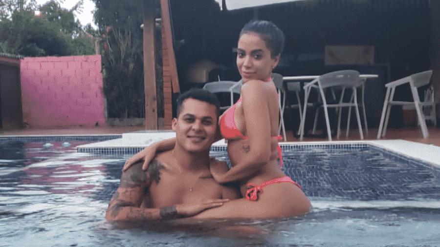 Anitta curte piscina com o maquiador Luis Torres - Reprodução/Instagram