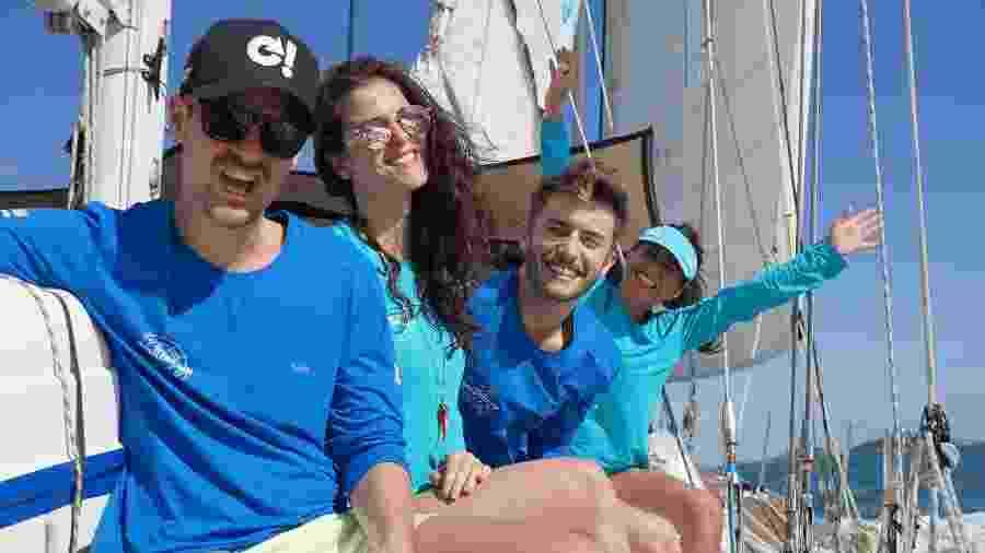 Felipe Solari, Dani Moreno, Maicon Santini e Priscila Sol, tripulantes convidados da Família Schurmann - Divulgação/Família Schurmann