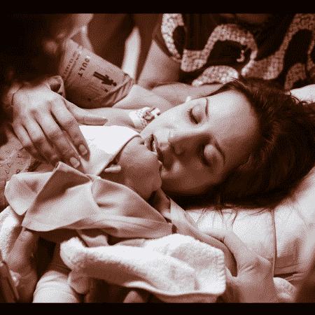 Kiara Sasso exibe a pequena Luna pela primeira vez - Reprodução/Instagram