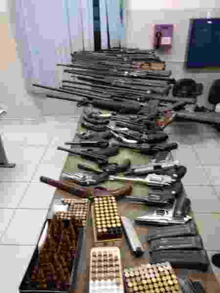 Arsenal apreendido no quarto de suspeito de tentativa de feminicídio no interior de São Paulo - Polícia Militar/Divulgação
