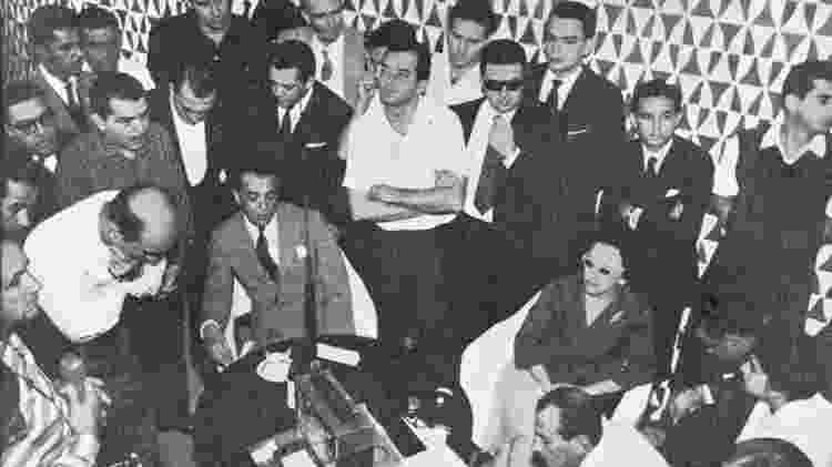 Juscelino ouvindo a Copa de 1958 no Brasilia Palace - Divulgação - Divulgação