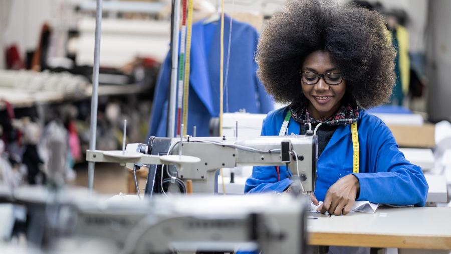 De acordo com a CNI, o número de horas trabalhadas aumentou em 1,9%, mas a produtividade da indústria caiu no país - Getty Images