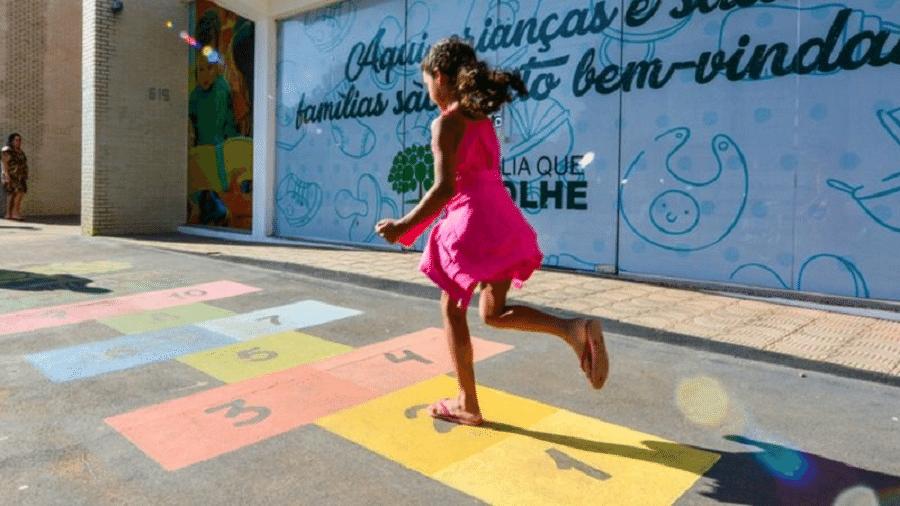 """Ruas pintadas em Boa Vista (Roraima) são parte de estratégia de """"enxergar a cidade"""" sob a perspectiva de crianças - FERNANDO TEIXEIRA/PMBV"""