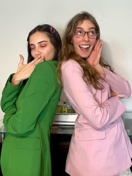 """Giovana Marçon e Isabella Aredes, criadoras do perfil """"Sem data pra dates"""" no Instagram - Arquivo pessoal"""
