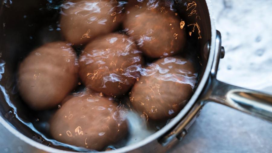 Ovos cozinhando - Tetra Images/Getty Images/Tetra images RF