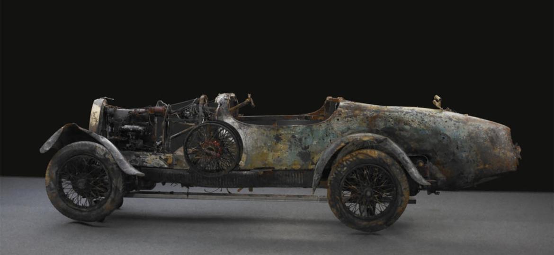 Nada de restauração: Bugatti é exibido nos EUA da forma como saiu do fundo de um lago - Reprodução/Bonhams, Michel Zumbrunn/AP