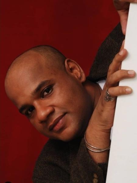 O cantor, escritor e ilustrador André Gabeh foi o 3º colocado na primeira edição do BBB, em 2002 - Sandra Lopes/Arquivo pessoal