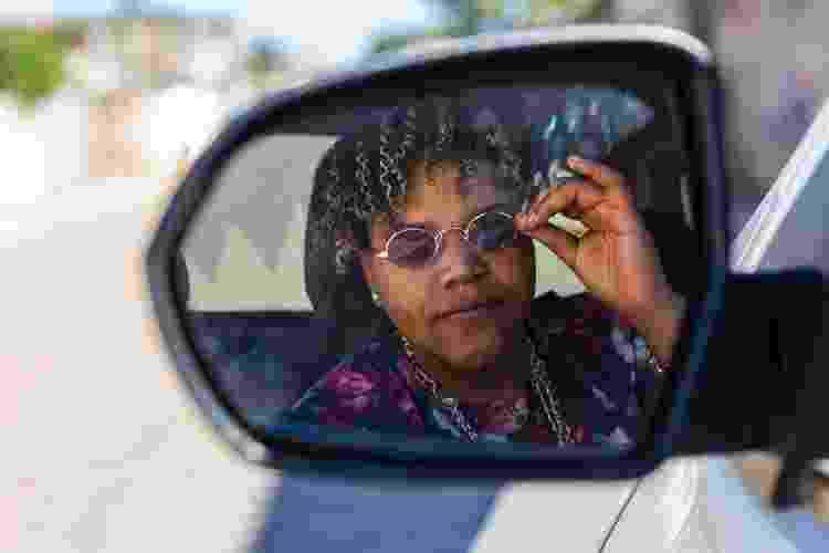 No clipe, MC Mano Feu dirige um caminhão e usa um chaveiro de sapo -- referências que outra mulher lésbica capta na hora  - Divulgação/Bella Tozini - Divulgação/Bella Tozini