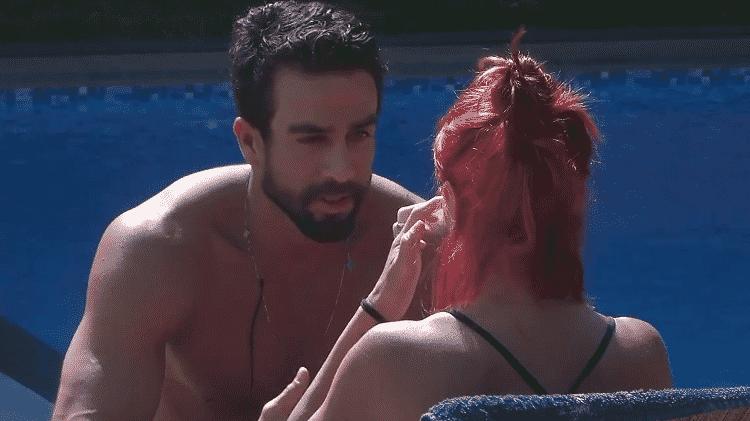 """Erasmo conversa com Valentina e """"explica"""" o feminismo - Reprodução/Playplus - Reprodução/Playplus"""